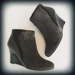 Nine West Gray Suede Wedge Ankle Boots EUC